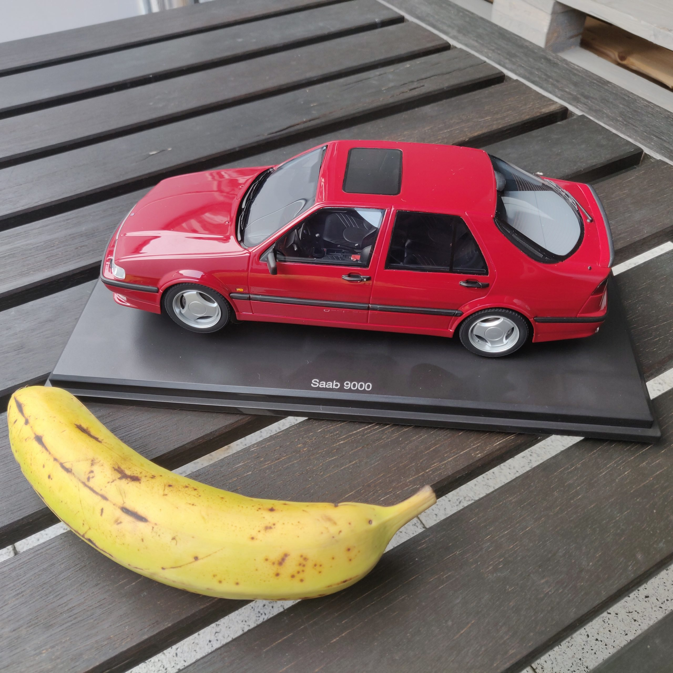 Saab 9000 with Banana